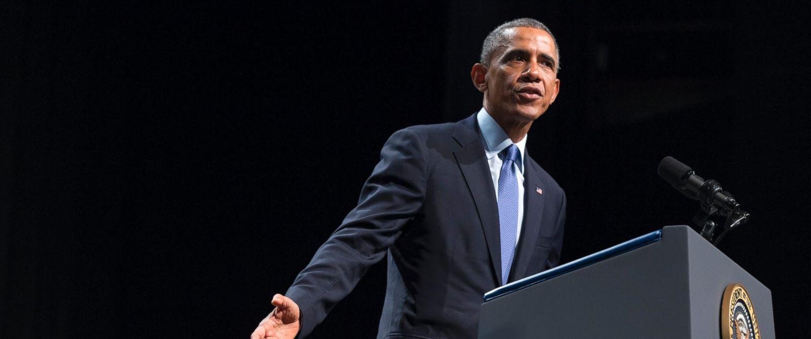 PHOTO: President Barack Obama speaks about the economy, Oct. 2, 2014, at Northwestern University in Evanston, Ill.