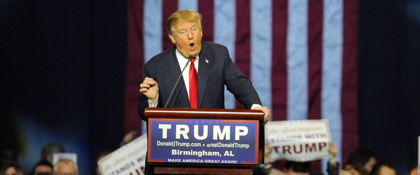 PHOTO: Republican presidential candidate Donald Trump speaks during a campaign stop on Nov. 21, 2015, in Birmingham, Ala.