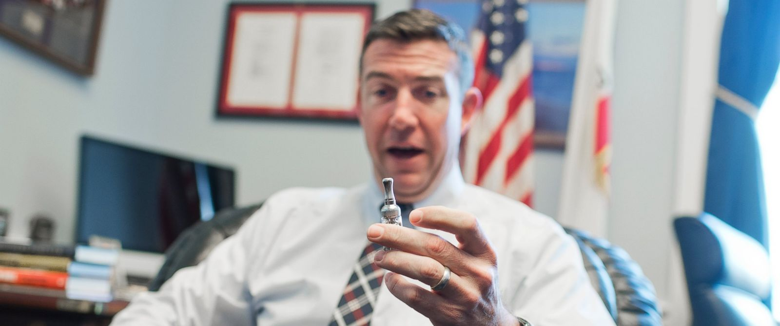 PHOTO: Rep. Duncan Hunter, R-Calif., is interviewed about his vaporizer pen in his Rayburn office, Jan. 13, 2016.
