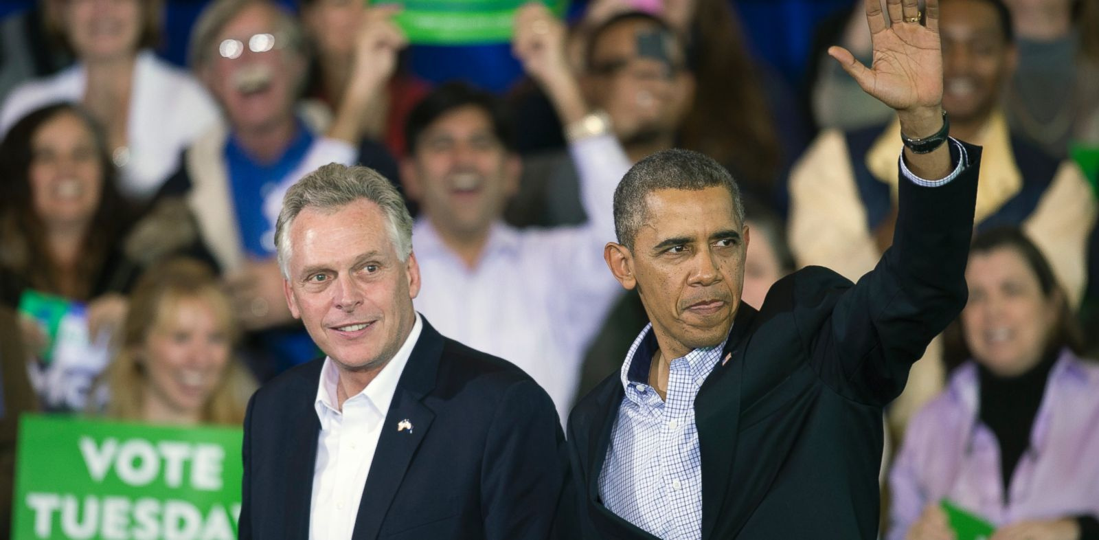 PHOTO: President Barack Obama appears at a campaign rally with supporters for Virginia Democratic gubernatorial candidate Terry McAuliffe, left, at Washington Lee High School in Arlington, Va., Sunday, Nov. 3, 2013.