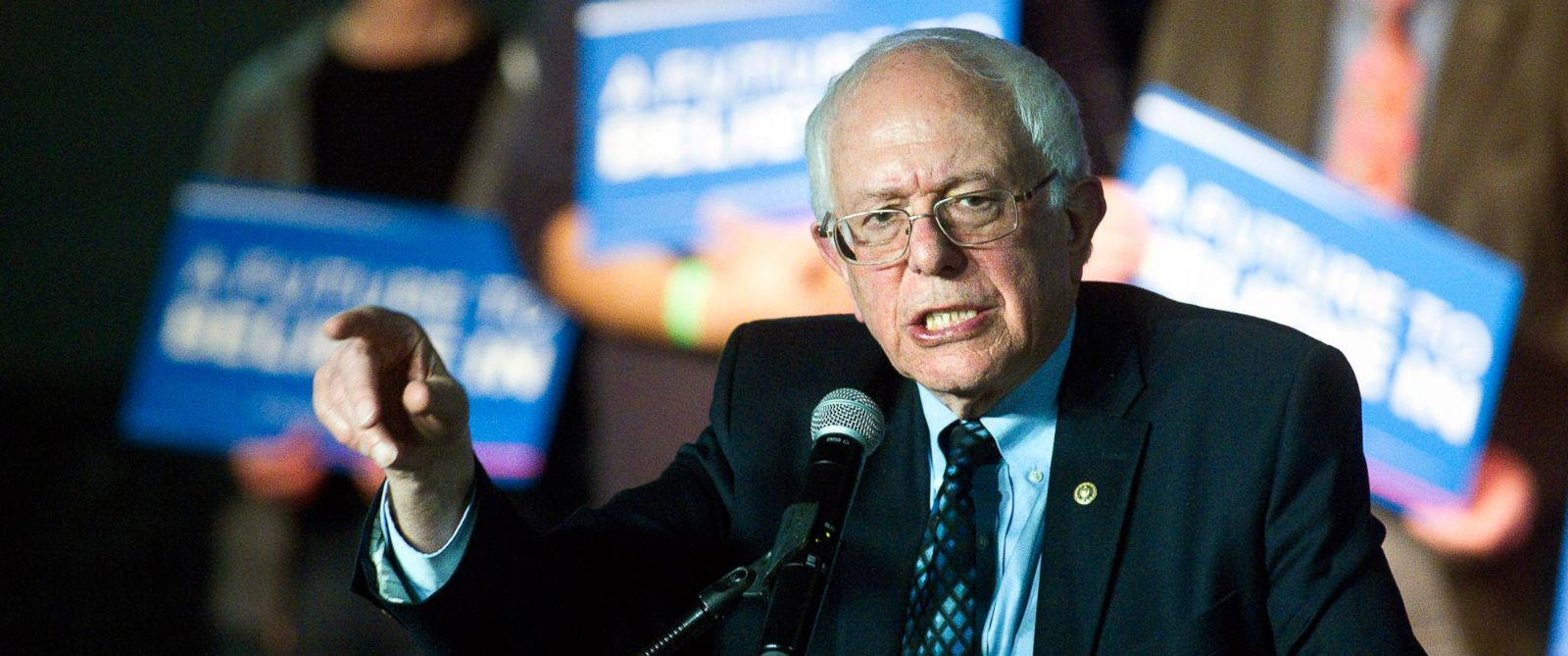 PHOTO: Presidential candidate Bernie Sanders speaks to supporters, March 4, 2016 at the Streeters Center in Traverse City, Mich.