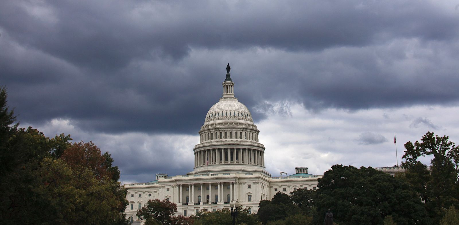 PHOTO: Dark clouds hang over U.S. Capitol in Washington