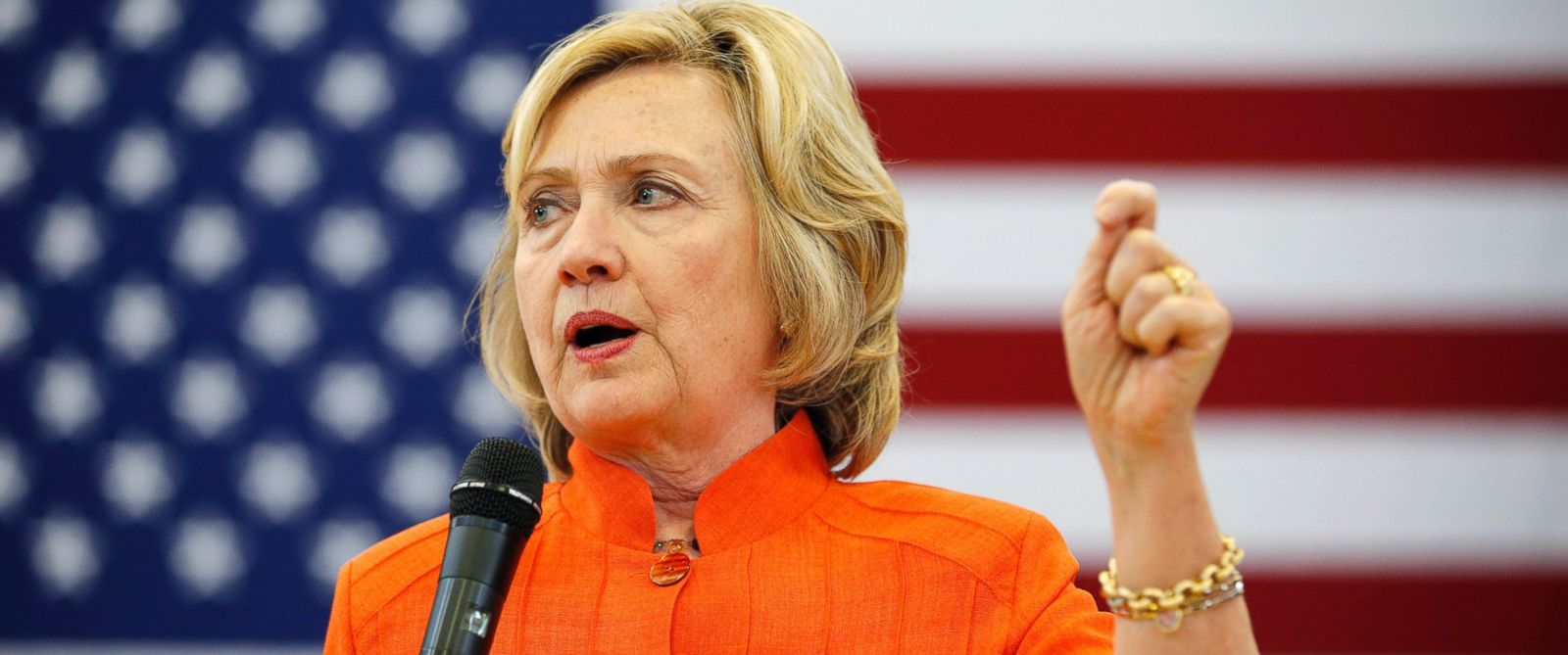 PHOTO: Democratic presidential candidate Hillary Rodham Clinton speaks at a town hall meeting, Aug. 18, 2015, in Las Vegas.