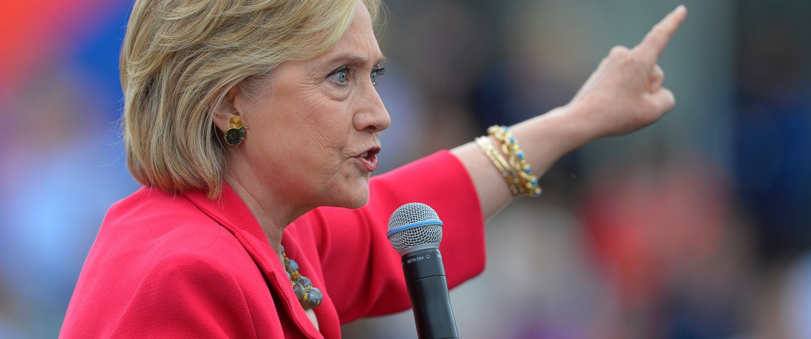 PHOTO: Democratic presidential candidate Hillary Rodham Clinton speaks on the campus of Case Western Reserve University in Cleveland, Aug. 27, 2015, during a Commit to Vote grassroots organizing meeting.