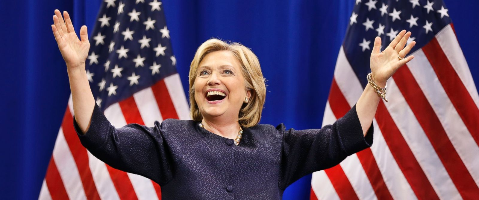PHOTO: Democratic presidential candidate Hillary Rodham Clinton arrives to a cheering crowd during the states annual Democratic convention, Sept. 19, 2015, in Manchester, N.H.