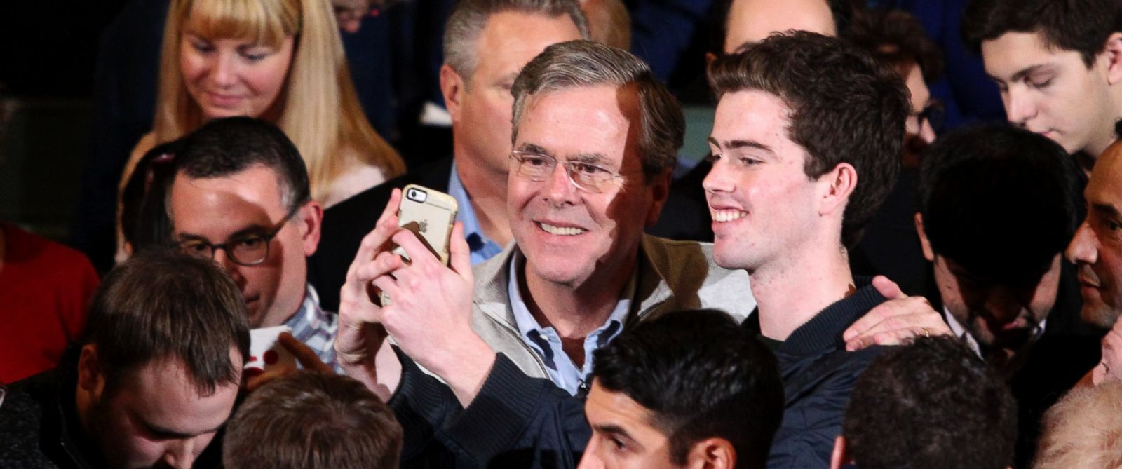 PHOTO: Republican presidential candidate Jeb Bush poses for a photo with a potential supporter after a town hall event, Saturday, Dec. 19, 2015, in Exeter, N.H.