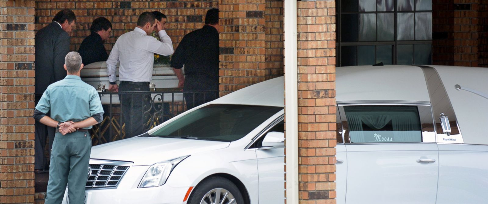 PHOTO: Pallbearers carry the body of 6-year-old Jeremy Mardis to a hearse after funeral services at Moore Funeral Home in Hattiesburg, Miss., Nov. 9, 2015.