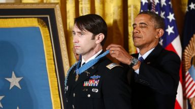 PHOTO: President Barack Obama awards the Medal of Honor to former Army Capt. William D. Swenson