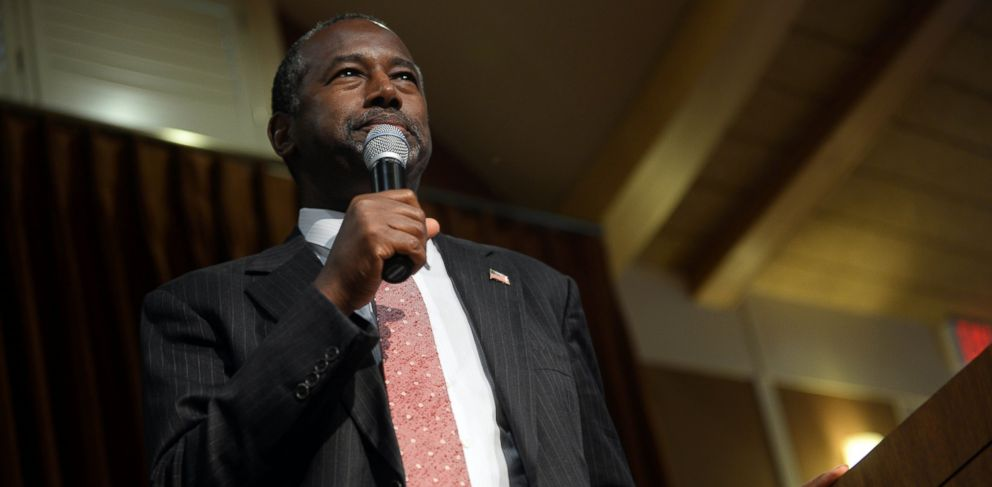 PHOTO: Republican presidential candidate Ben Carson speaks during a town hall event at River Woods, Sept. 30, 2015 in Exeter, N.H.