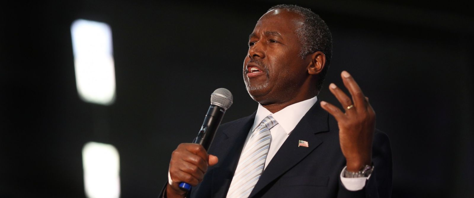 PHOTO: Ben Carson, 2016 Republican presidential candidate, speaks during a rally at Spring Arbor University in Spring Arbor, Michigan on Sept. 23, 2015.