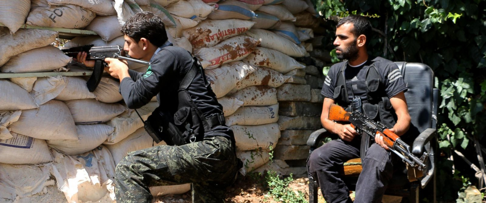 PHOTO: Fighters from the Nureddine al-Zinki unit, a moderate Syrian opposition faction affiliated with the Muslim Brotherhood and made up of former Syrian Free Army fighters at odds with the radical Islamic State.