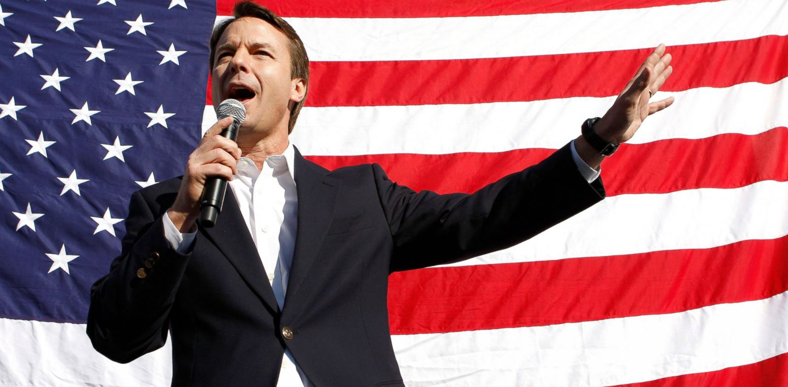 PHOTO: John Edwards speaks at his campaign headquarters in Las Vegas, Jan. 18, 2008.