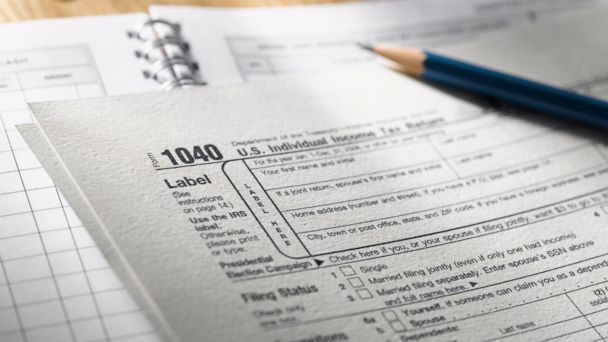 PHOTO: The IRS delays the tax filing season in 2014.