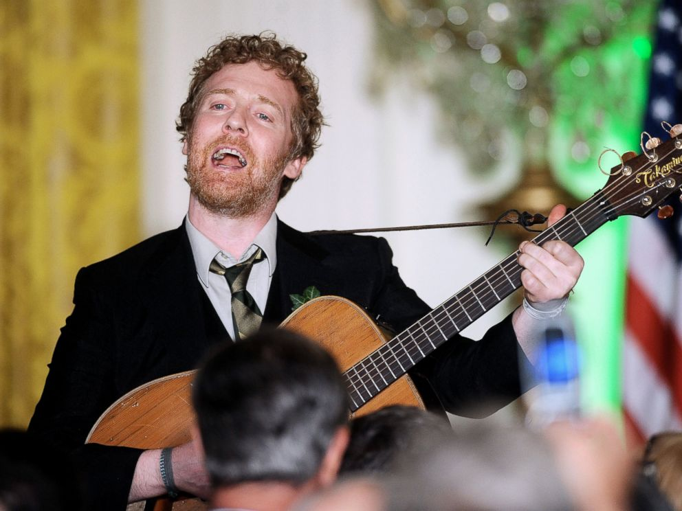 PHOTO: Glen Hansard performs before the president arrived, singing Irish songs during a St. Patricks Day reception in the East Room of the White House, March 17, 2011, in Washington.