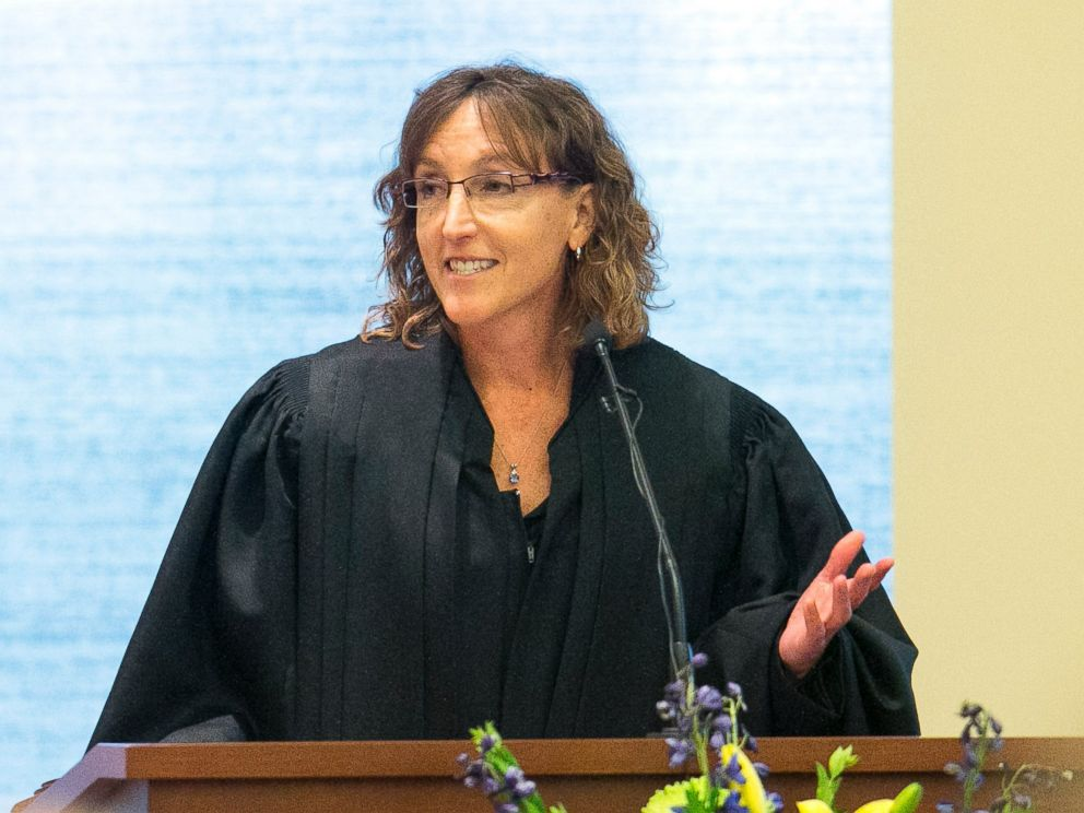 PHOTO:Jane Kelly delivers remarks during her investiture ceremony as an Eighth Circuit Court of Appeals judge at the United States Courthouse for the Northern District of Iowa, Aug. 2, 2013, in Cedar Rapids.