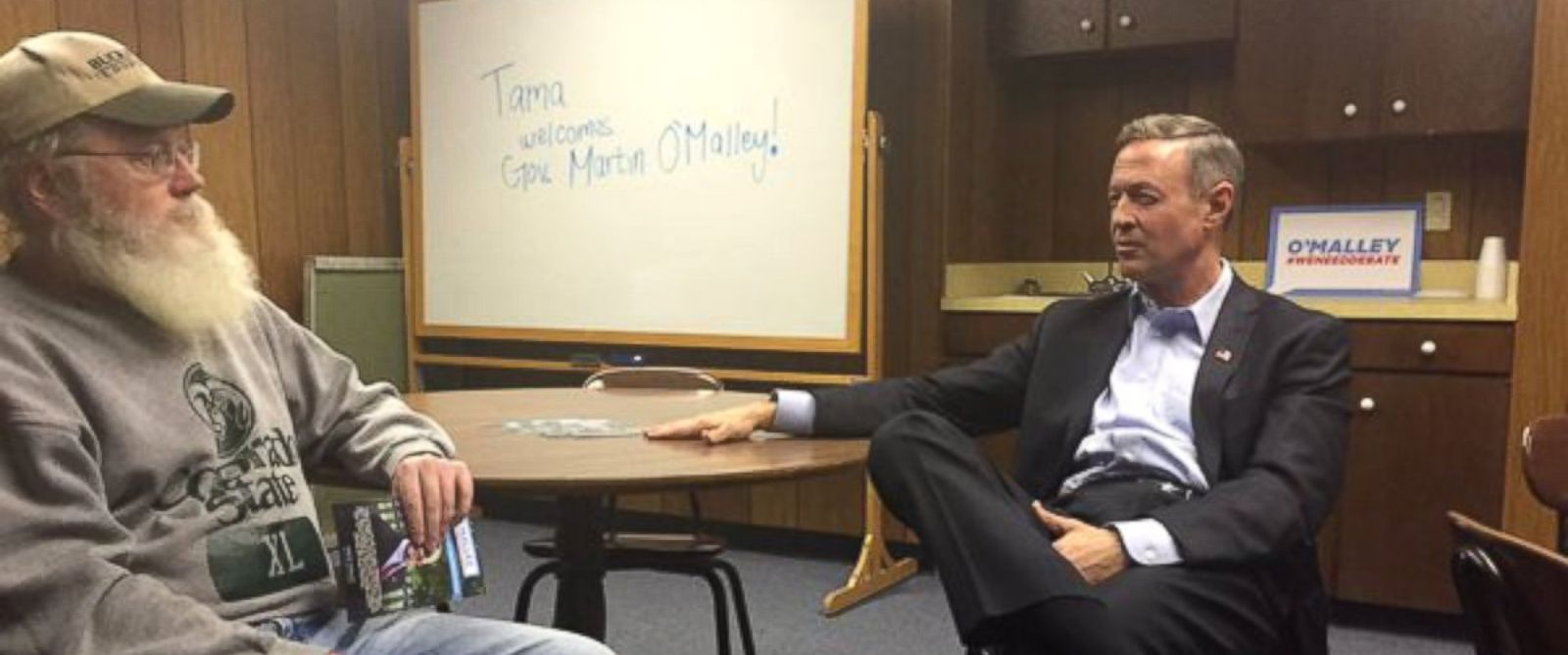 PHOTO: Despite a snowstorm in Iowa, Democratic presidential candidate Martin OMalley held an event where only one attendee showed up.