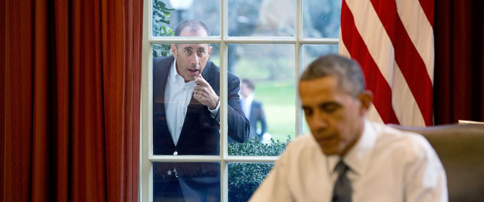 """PHOTO: Comedian Jerry Seinfeld knocks on the Oval Office window to begin a segment for his series, """"Comedians in Cars Getting Coffee,"""" Dec. 7, 2015."""
