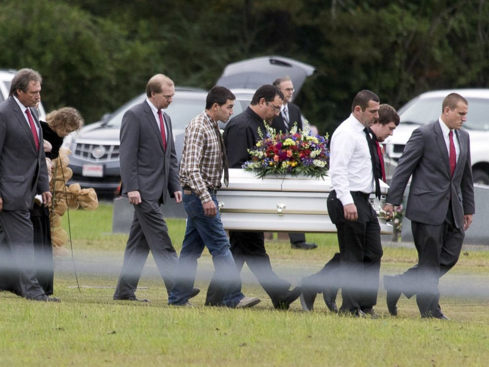 PHOTO: Pallbearers carry the casket of six-year old Jeremy Mardis at a cemetery in Beaumont, Miss., Nov. 9, 2015.