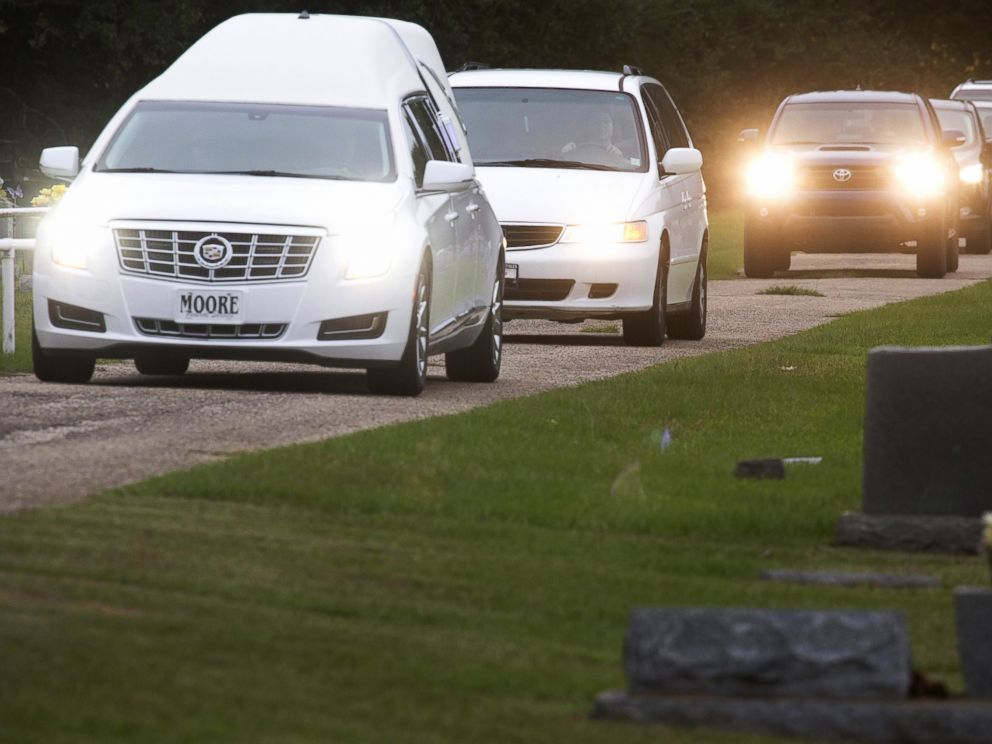 PHOTO: The hearse carrying the body of six-year old Jeremy Mardis arrives at a cemetery in Beaumont, Miss., Nov. 9, 2015.