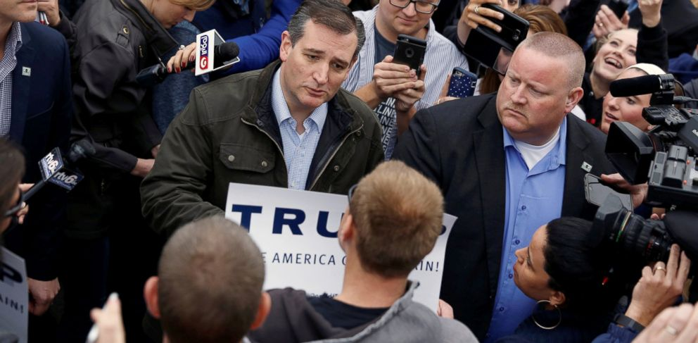 PHOTO: Republican presidential candidate Ted Cruz is joined by governor Mike Pence at a campaign event at The Mill in Marion, Indiana, May 2, 2016.