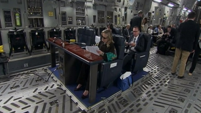 VIDEO: Inside Hillary Clintons C-17