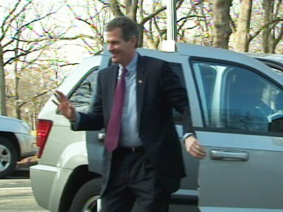 Video of Republican Scott brown arriving on Capitol Hill.