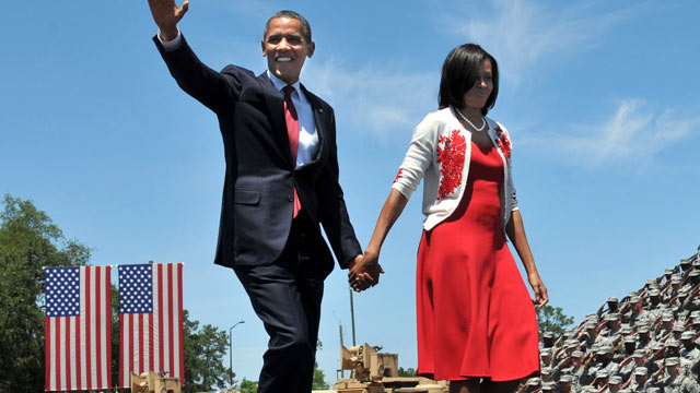 PHOTO: President Barack Obama waves to the crowd as he and first lady Michelle Obama walk onto the stage, April 27, 2012 in Fort Stewart, Ga.