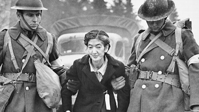 PHOTO: Soldiers with Japanese-American woman
