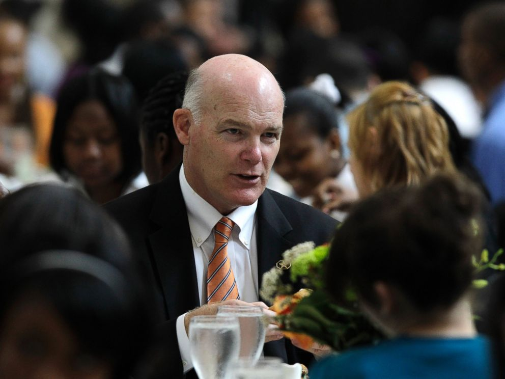 PHOTO: Joe Clancy, Special Agent in Charge, Presidential Protective Division, United States Secret Service talks with students at a White House youth leadership and mentoring luncheon at the Detroit Institute of Arts in Detroit, May 26, 2010.