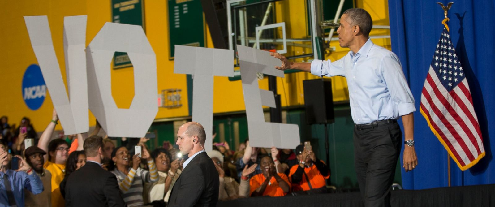PHOTO: President Barack Obama waves to supporters during a campaign event for U.S. Senate candidate Gary Peters and gubernatorial candidate Mark Schauer at Wayne State University, Saturday, Nov. 1, 2014 in Detroit, Mich.