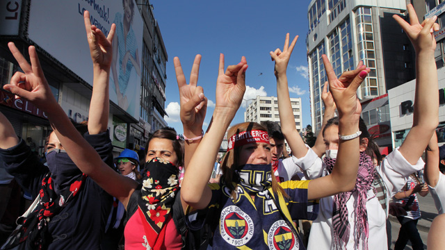 PHOTO: Turkish youths shout anti-government slogans as they march in Ankara, Turkey, June 4, 2013.