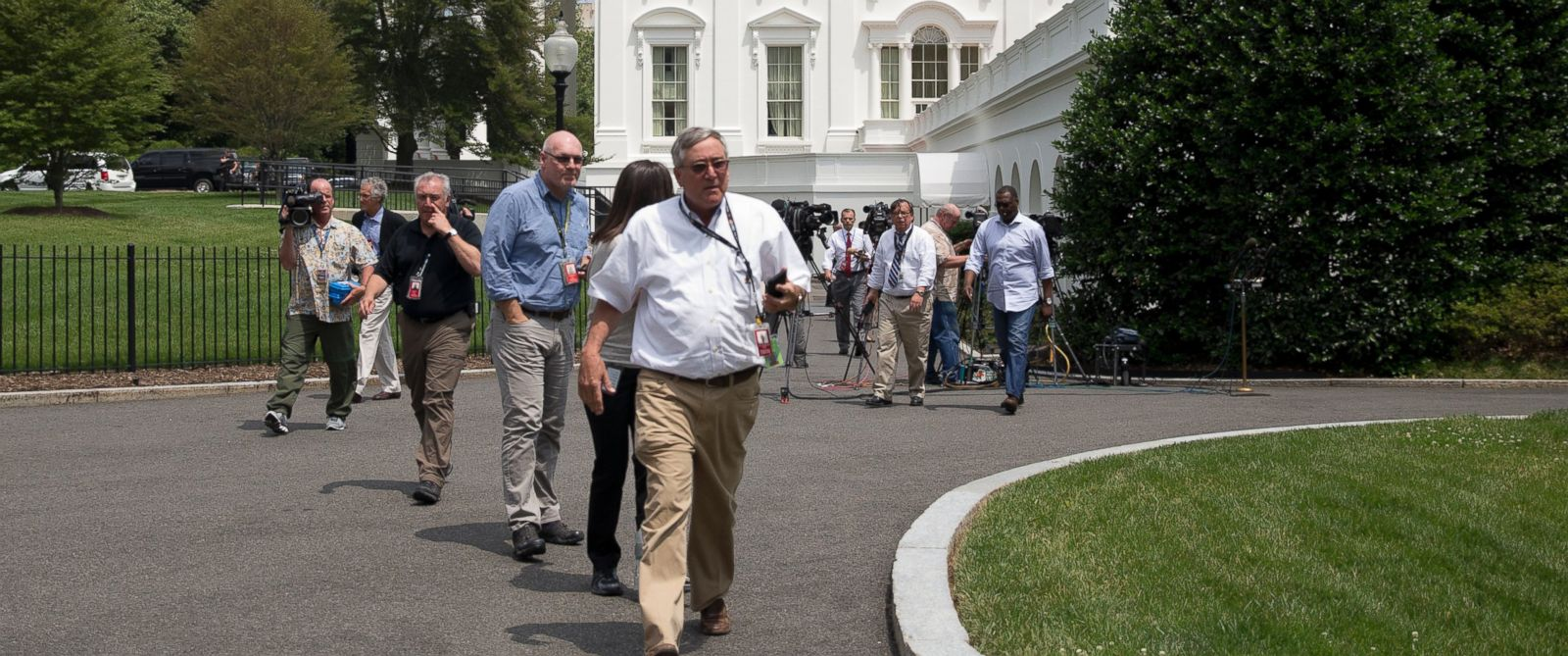 PHOTO: Members of the media and others are evacuated from the White House in Washington, June 9, 2015, amid security concerns.