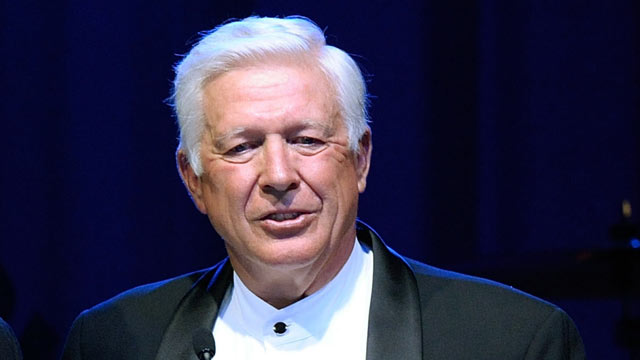 PHOTO: Foster Friess speaks onstage during Celebrity Fight Night XVI, March 20, 2010 in Phoenix, Arizona.