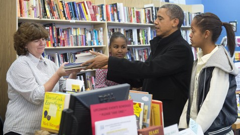 gty barack obama small business saturday jt 121124 wblog Obama Shops Local Bookstore for Small Business Saturday