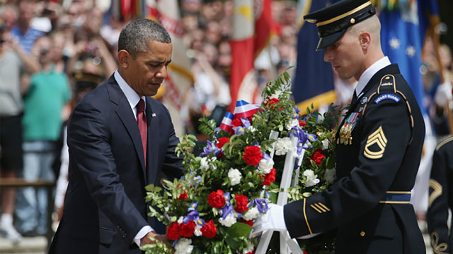 PHOTO: President Obama with wreath