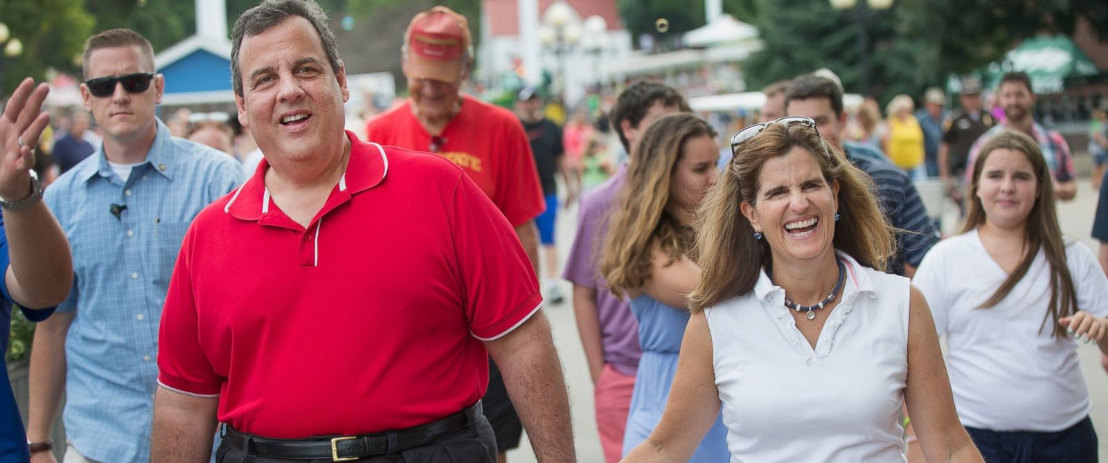 PHOTO: Republican presidential candidate New Jersey Governor Chris Christie and his wife Mary Pat Foster tour the Iowa State Fair on Aug. 22, 2015 in Des Moines, Iowa.