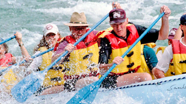 PHOTO:President Bill Clinton (C) and daughter Chelsea (L) paddle while rafting down the Snake River on Aug. 22, 1995 in Bridger-Teton National Forest, Wyo.