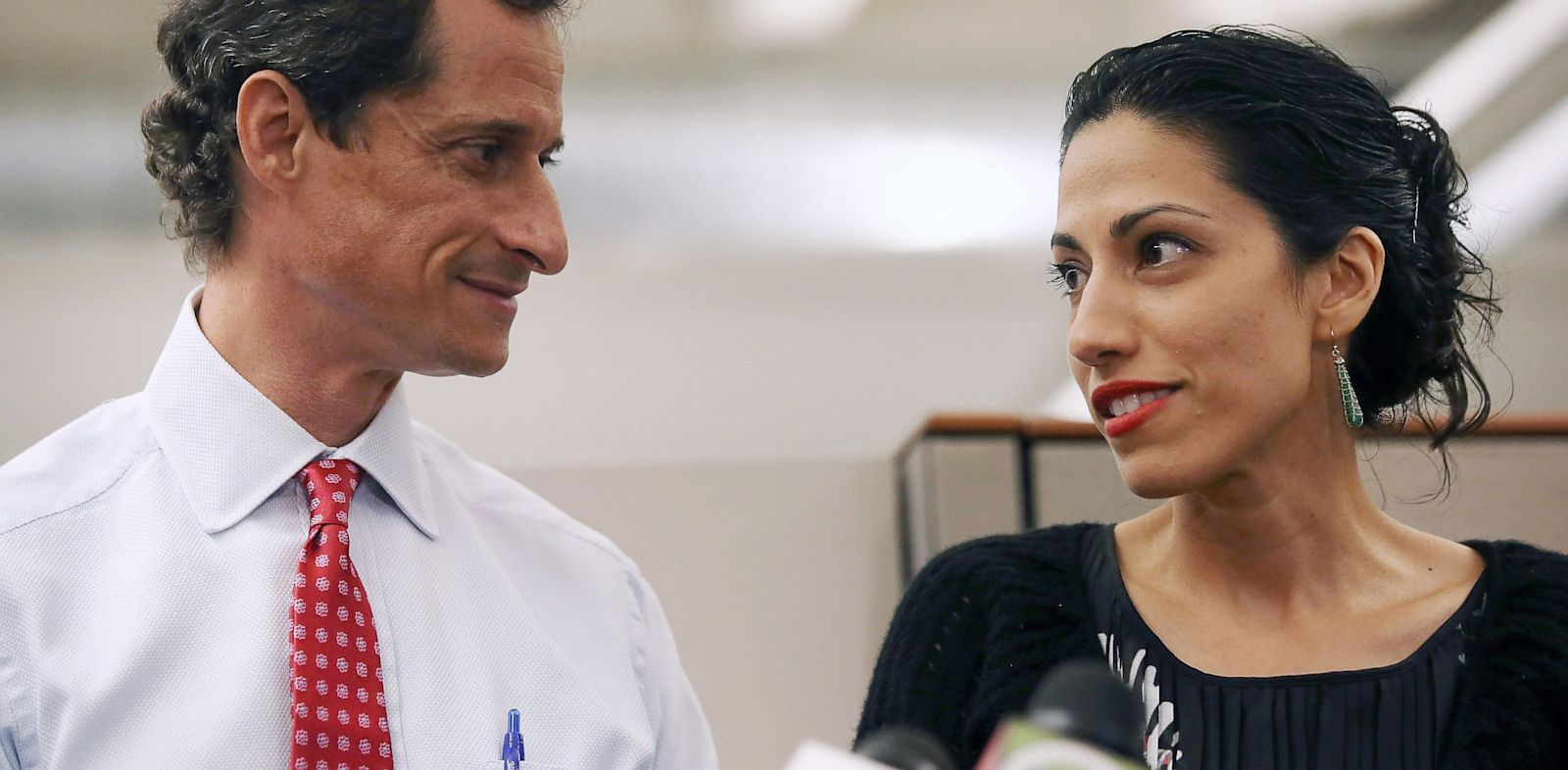 PHOTO: Huma Abedin and Anthony Weiner at press conference