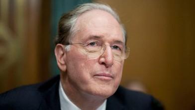 PHOTO: Senator Jay Rockefeller, a Democrat from West Virginia, chairs a Senate Commerce Committee hearing on auto dealership closings, Washington, D.C., June 3, 2009.