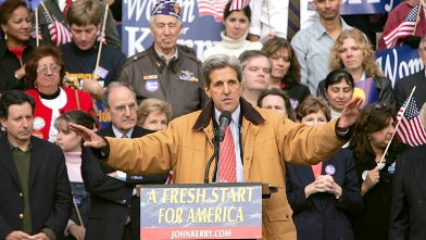 PHOTO: Democratic presidential candidate US Senator John Kerry pauses while speaking during a rally, Manchester, New Hampshire, Oct. 31, 2004.