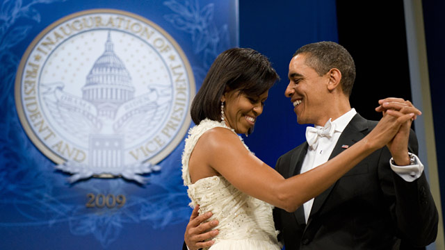 PHOTO: The Obamas dance during inaugural ball