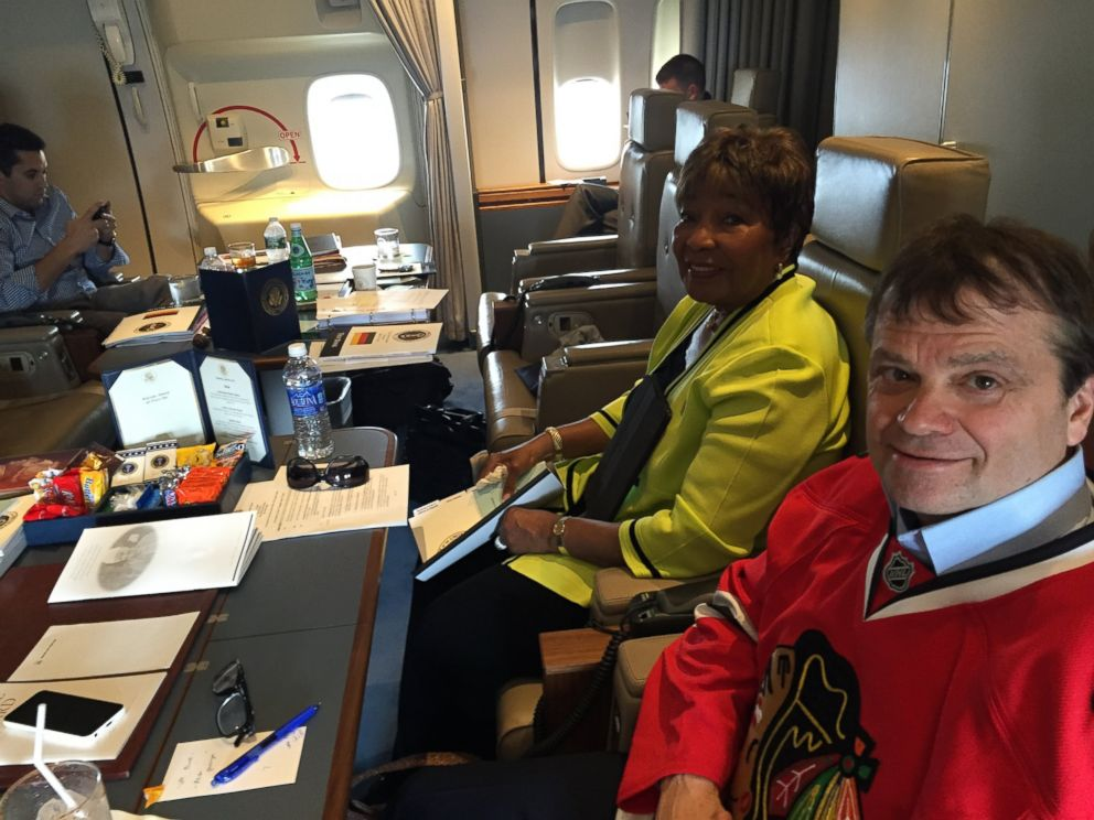 PHOTO: Reps. Eddie Bernice Johnson and Mike Quigley fly aboard Air Force One on June 6, 2015.