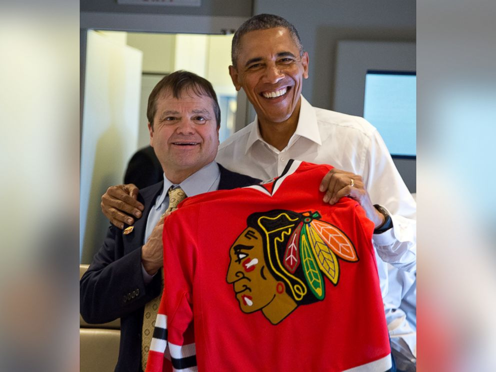 PHOTO: President Obama and Rep. Mike Quigley pose with a Chicago Blackhawks jersey during a flight on Air Force One on June 6, 2015.
