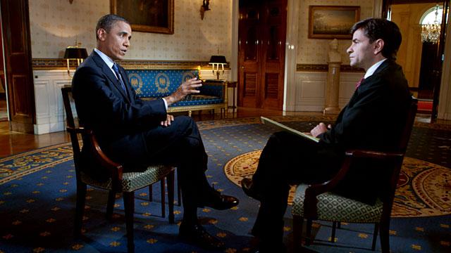 PHOTO:President Barack Obama speaks with George Stephanopoulos