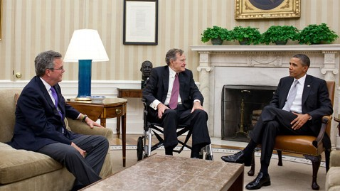 ht obama bush 120127 wblog Obama Has Oval Office Meeting With Bush 41 and Jeb Bush
