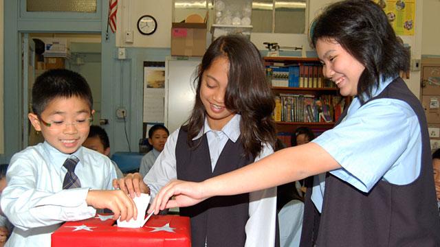 PHOTO: Seventh graders 'vote'