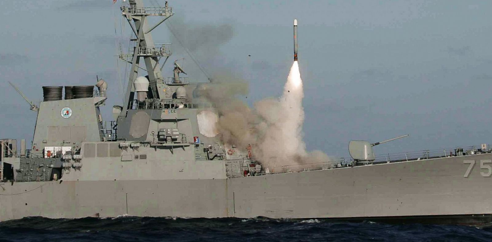 PHOTO: Destroyer launches cruise missile
