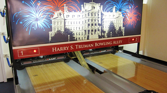 PHOTO:white house bowling