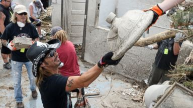 PHOTO: Rock star Bret Michaels pitches in with storm cleanup in Pilger, Neb., June 23, 2014, in a home that was destroyed by a recent tornado.