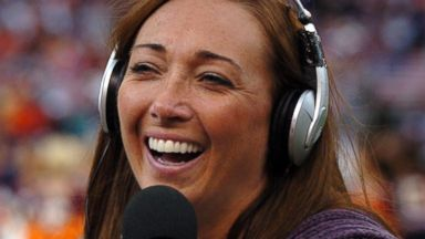 PHOTO: Amy Van Dyken is pictured reporting on the Denver Broncos vs. San Diego Chargers game on October 7, 2007 in Denver, Colo.
